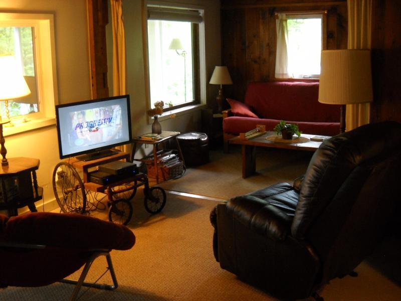 Wohnzimmer verfügt über reichlich Platz zum entspannen und Kontakte knüpfen