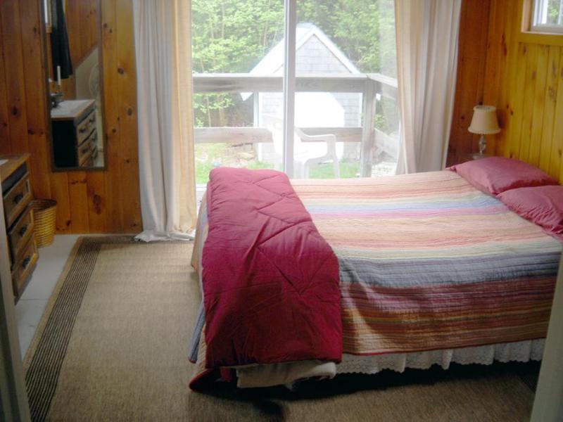 Master-Schlafzimmer verfügt über einen 2-geschossigen Balkon
