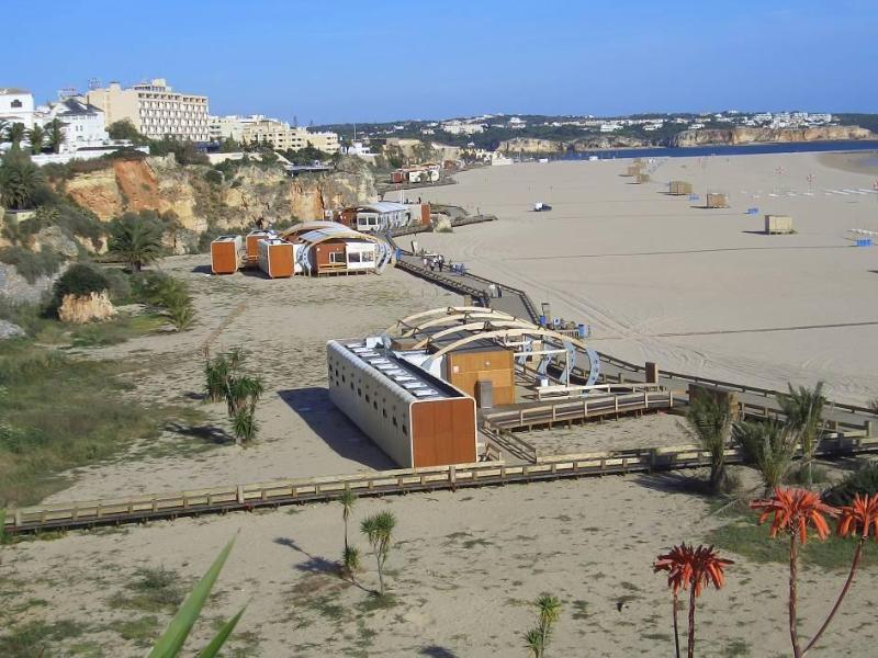 Huge golden sand beach with wooden deck an plenty of restaurants!