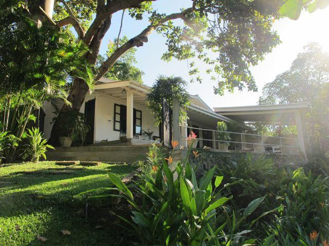 The Petals - tranquil gardens overlooking paddy, location de vacances à Galle District