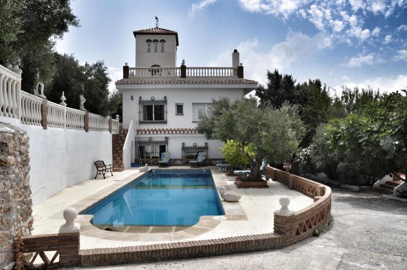 View of the Villa Trastamara and swimming pool