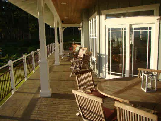 outdoor dining on lanai with views all around