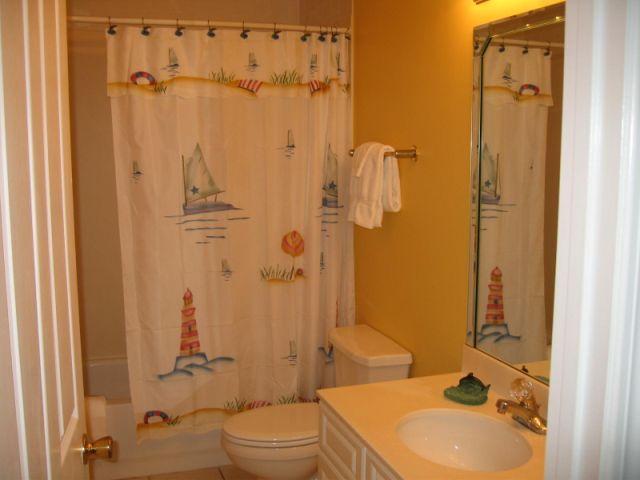 Een van de drie Full Sized badkamers
