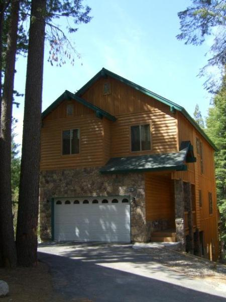 Gorgeous Mountain Cabin with game room and 4 car parking