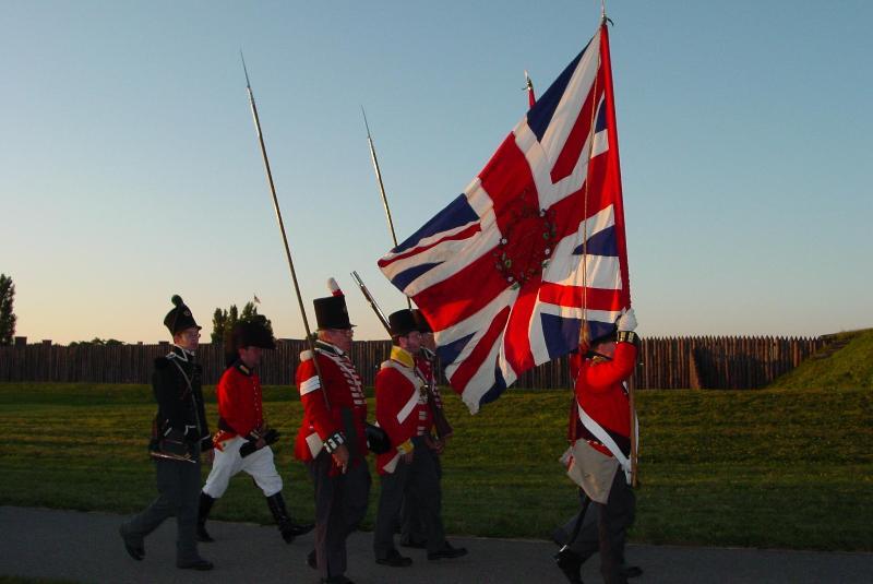 Soldados en la cercana entrada libre Fort George-2017