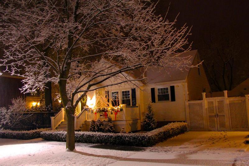 La casa rural en invierno - disfrutar de la chimenea.