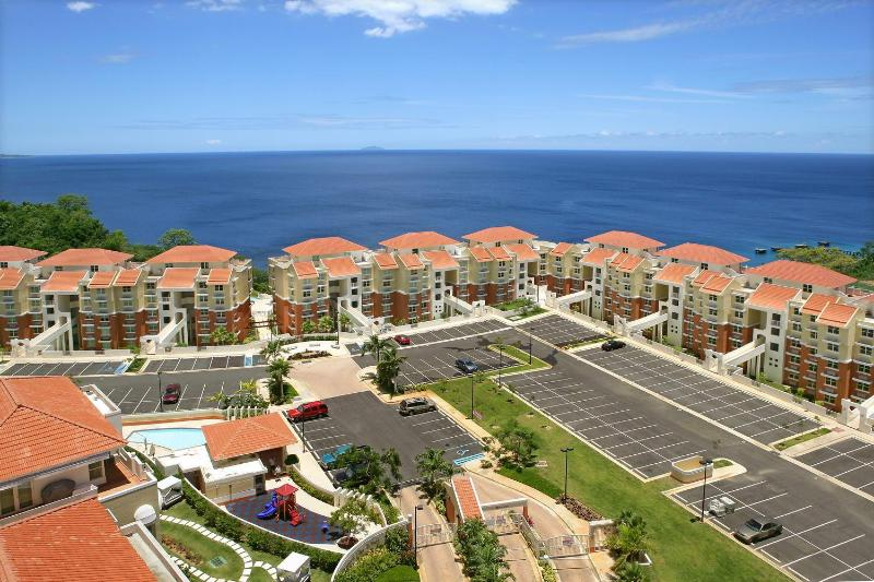 Luxury Vacation Condo - Crashboat Beach, location de vacances à Aguadilla