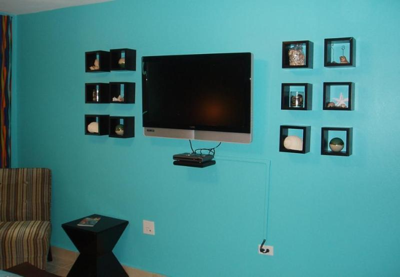 Master Bedroom - 37 in LCD TV with Cable tv