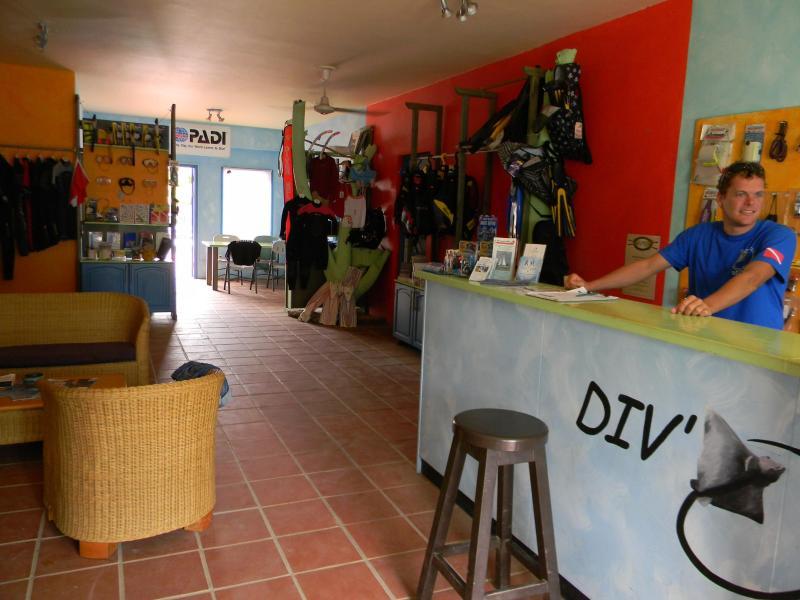 Div'Ocean Bonaire - dive shop on the premises