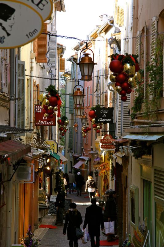 Christmas scene on street