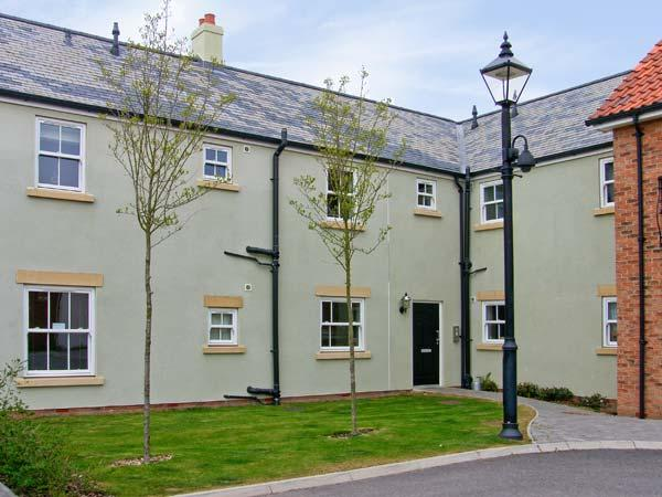 PERRIWINKLE, ground floor apartment, with pool in Filey, Ref 7410, vacation rental in Filey