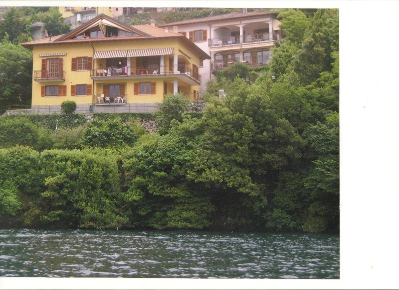 Lakefront Como House five bedrooms 3.5 bathrooms private parking and Dock