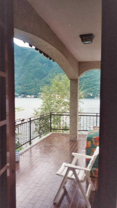 Lakefront Villa sleeps8 2 Floors 5 bedrooms 3.5 bathrooms free towels linens WIFI  parking and dock