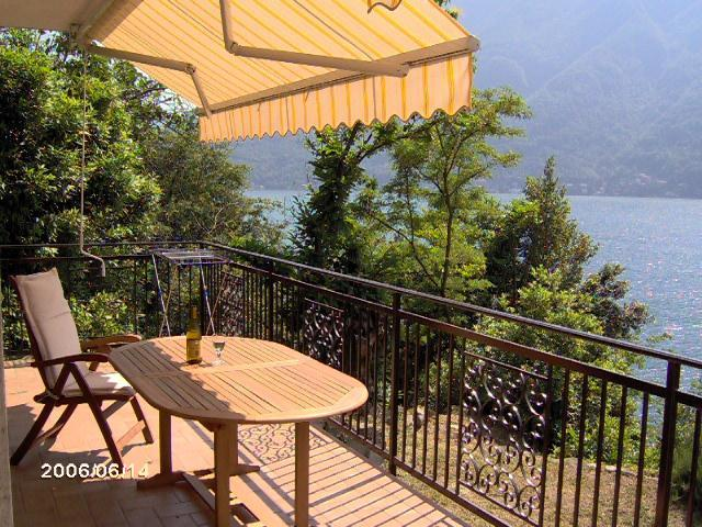 Lake Como Villa 2 floors sleeps 8 Lakefront with Private Dock and Parking, alquiler vacacional en Nesso