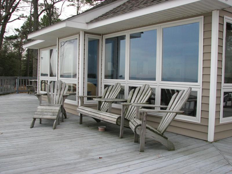 Big Bay- A Private Beach front Home on the Chesapeake Bay, location de vacances à Kilmarnock