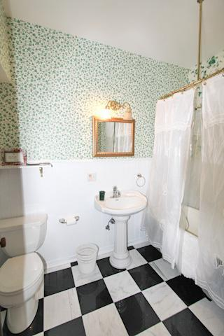 Ivy Bathroom