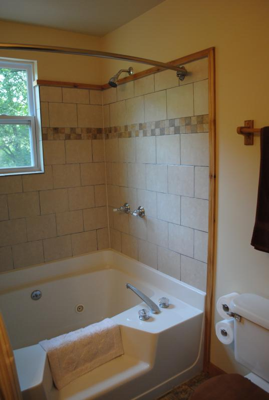Bad weather? Relax in the 2nd floor jetted tub!