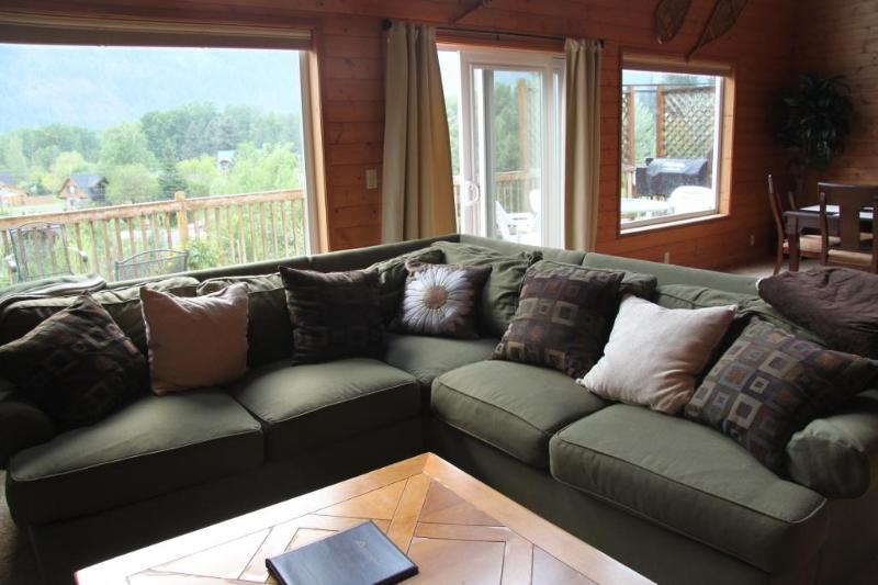 Comfy TV/Entertainment area with great views