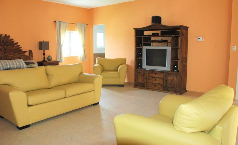 Sala de estar # 2 - Arriba combinado con dormitorio principal