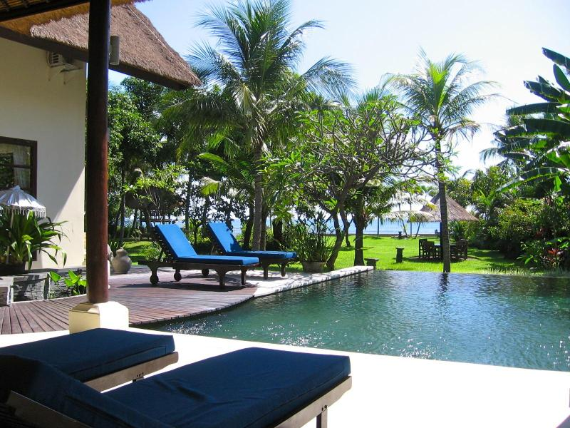 Villa Buka Kecil - Luxury private beachfront Villa – semesterbostad i Buleleng Regency