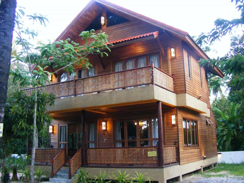 Beautiful wooden villa 2 bedrooms in Koh Samui, holiday rental in Mae Nam
