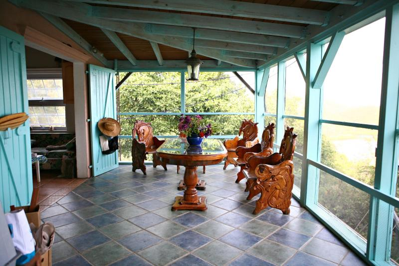 Honeymoon Hikers Cottage- Coral Bay,USVI- St. John, vacation rental in St. John