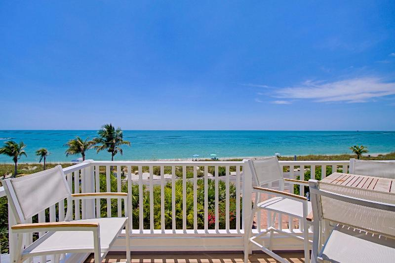 Luxury Beach Front Villa with Pool, Captiva Island, location de vacances à Île de Captiva