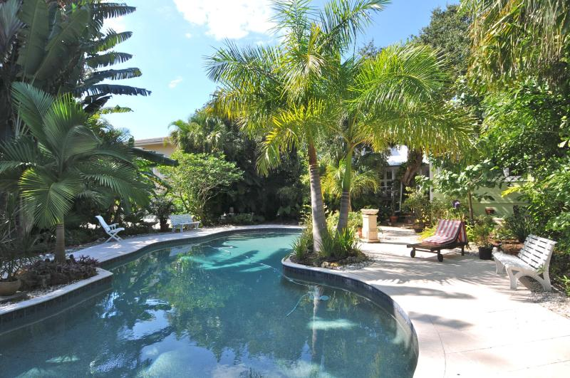 Luxury Beach Cotttage, holiday rental in Sarasota