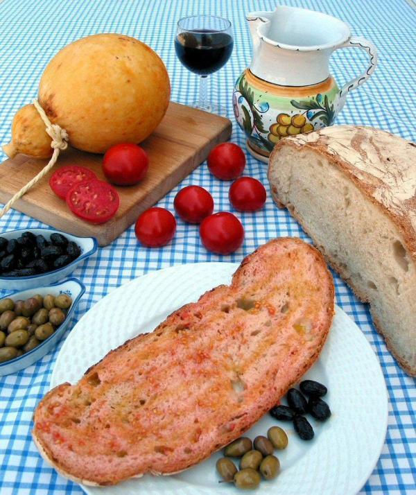 Pan' e Pomodor' - a Mediterranean staple
