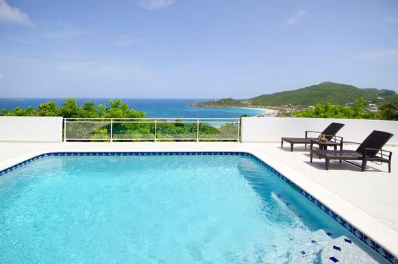 RISING STAR... 4 BR with breathtaking ocean views, Tamarind Hills Estates, alquiler de vacaciones en Oyster Pond