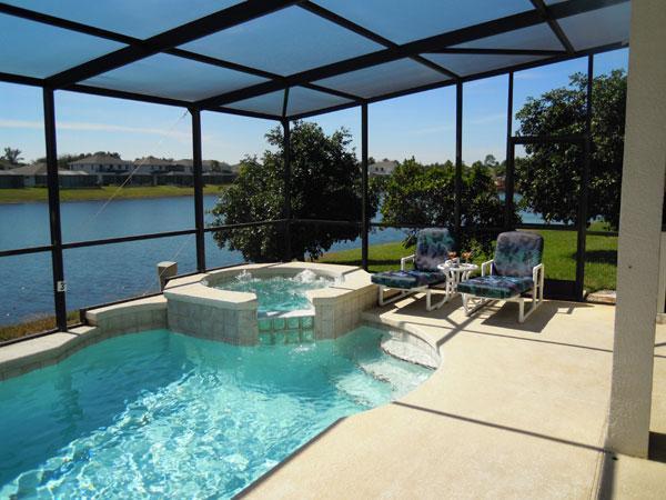 Relajarse en la piscina y jacuzzi