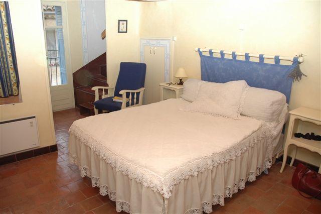 2nd floor - Master Bedroom & Bathroom