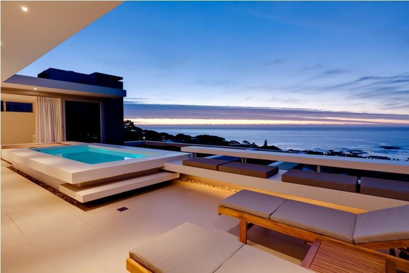 Spectacular Sea View Aquatic Villa, Walk to Beach, alquiler de vacaciones en Cape Town