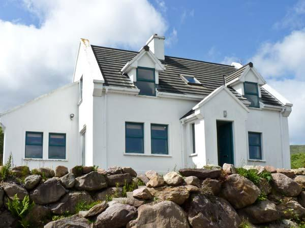 MOUNT BRANDON COTTAGE, family friendly, with a garden in Cloghane, County, holiday rental in Cloghane