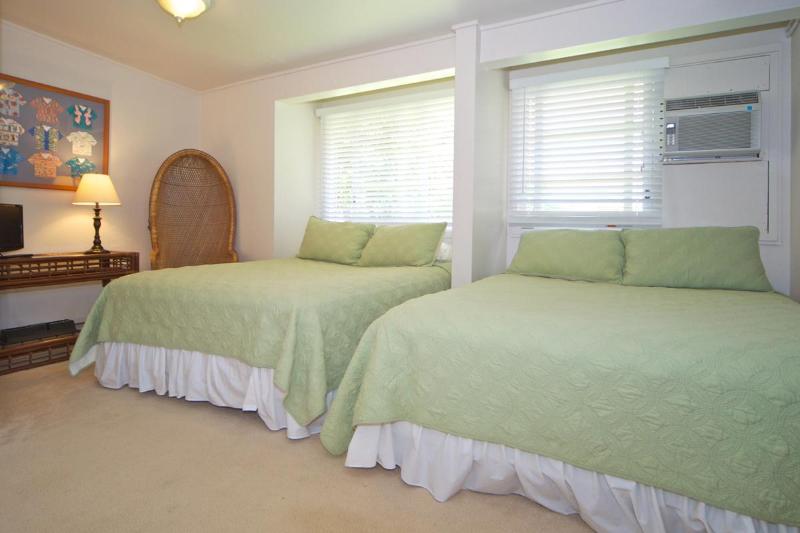 Bedroom 4, 2 Queen Beds