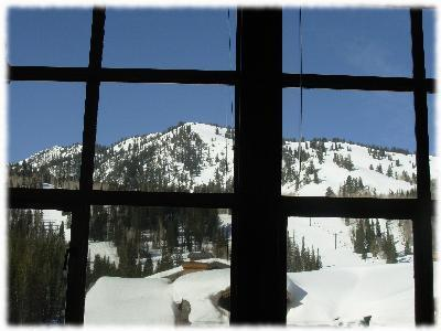 Stunning mountain views from quiet penthouse condo, holiday rental in Solitude