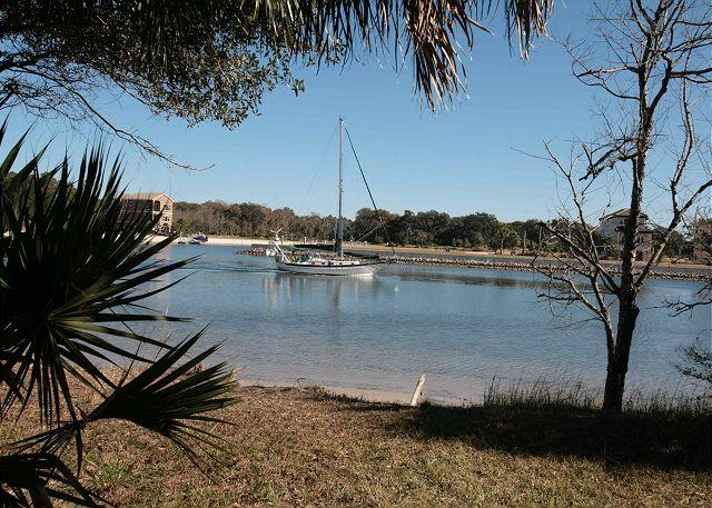 Watch the Boats Sail by on the Intracoastal Waterway!, holiday rental in Palm Coast