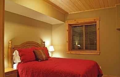1er bas niveau chambre, avec une literie merveilleuse pour vous garder au chaud tout au long de la nuit.
