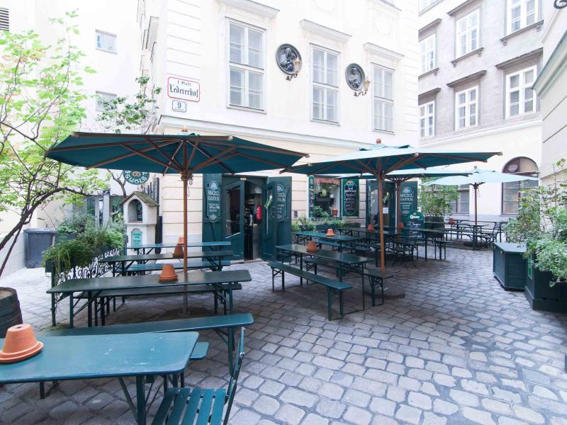 1 minute walk: restaurant in the Ledererhof courtyard, on the way from Judenplatz to Am Hof square