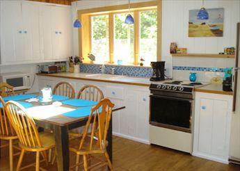 Cucina con lucernario e ventilatore