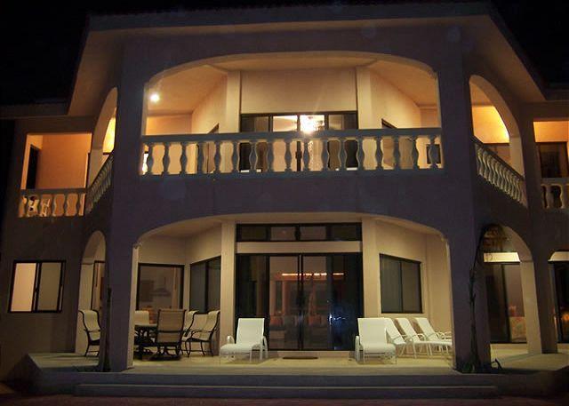 Casa Dena nighttime exterior, Tankah