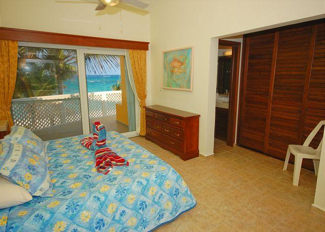 Upper bedroom with King bed and ensuite bathroom. Villa Serenity