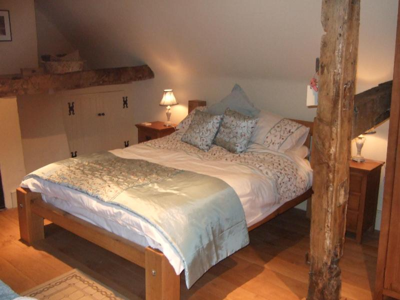 Double room located on the top floor with bath and ensuite