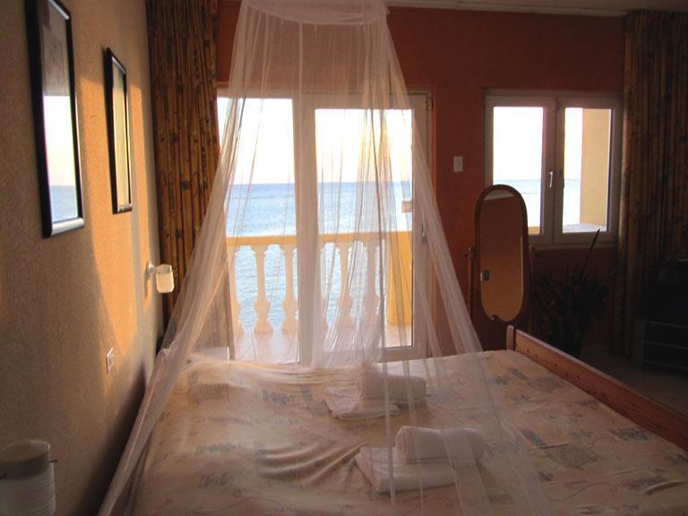 Masterbedroom to the balcony