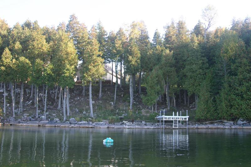 Vista de la cabaña del lago