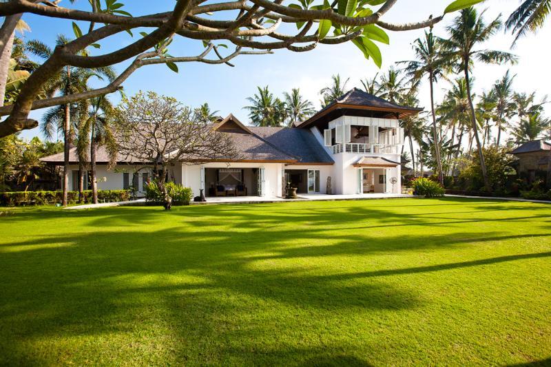 Colonial-style mansion villa Puri Nirwana