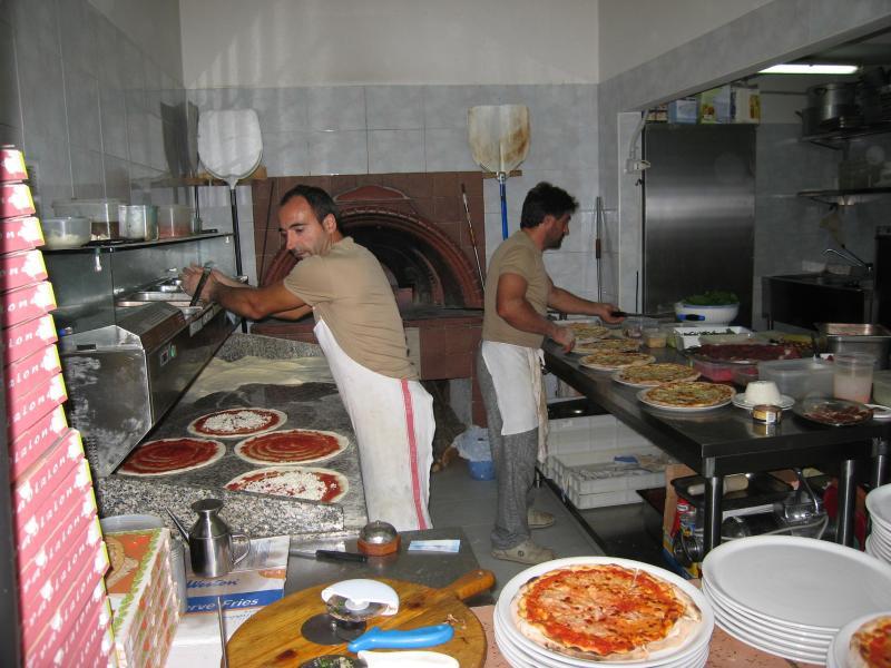 Pizzeria Oasi in Provvidenti - lovely pizzas