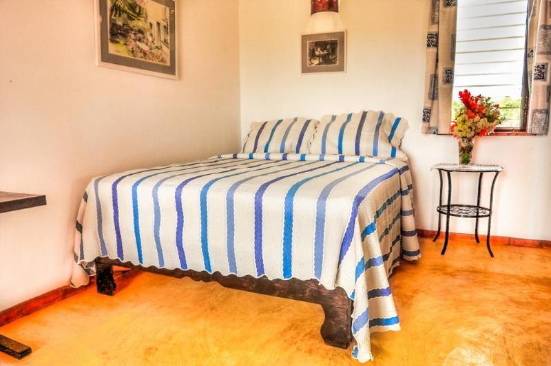 Seconda camera da letto ha una regina che può venire a parte per due singoli.