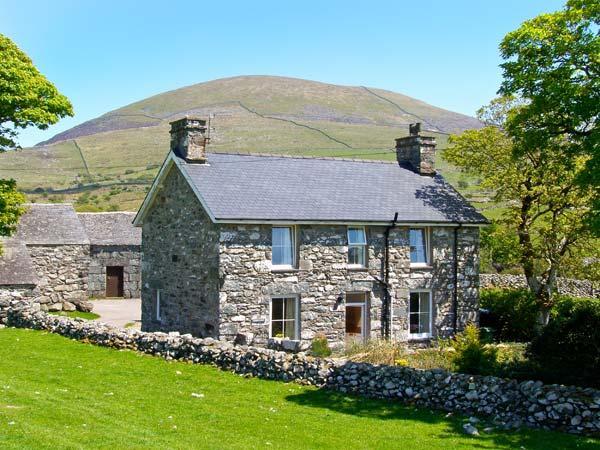 CAERFFYNNON, character holiday cottage, with a garden in Dyffryn Ardudwy, Ref, vacation rental in Dyffryn Ardudwy