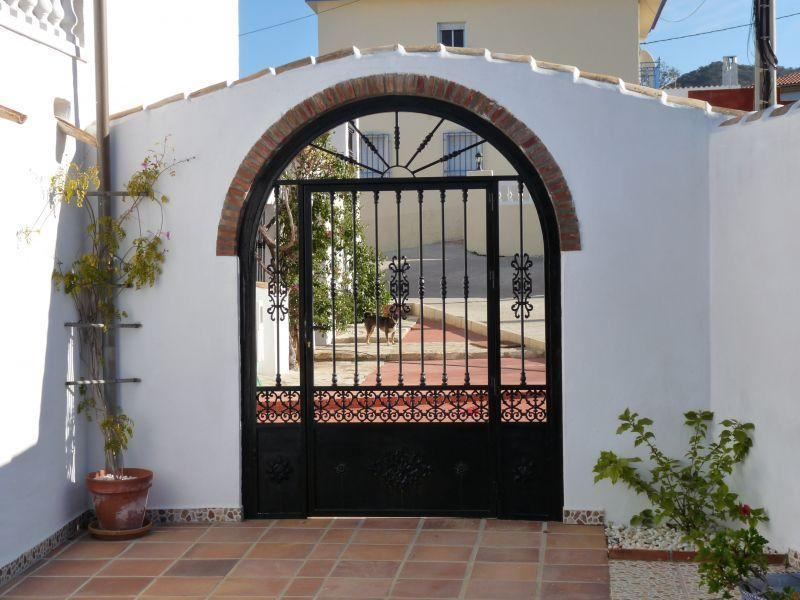 Gate into Kayenne rentals